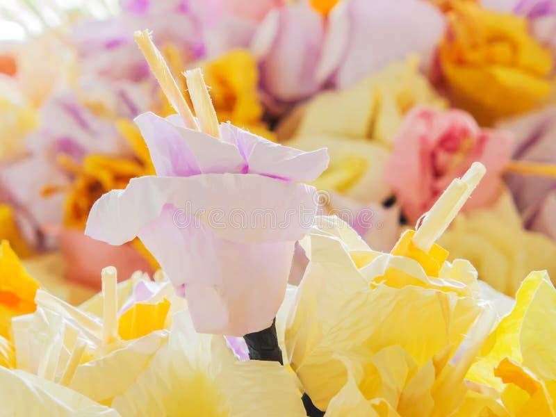Fiore di carta pastello per uso nel funerale tailandese fotografia stock
