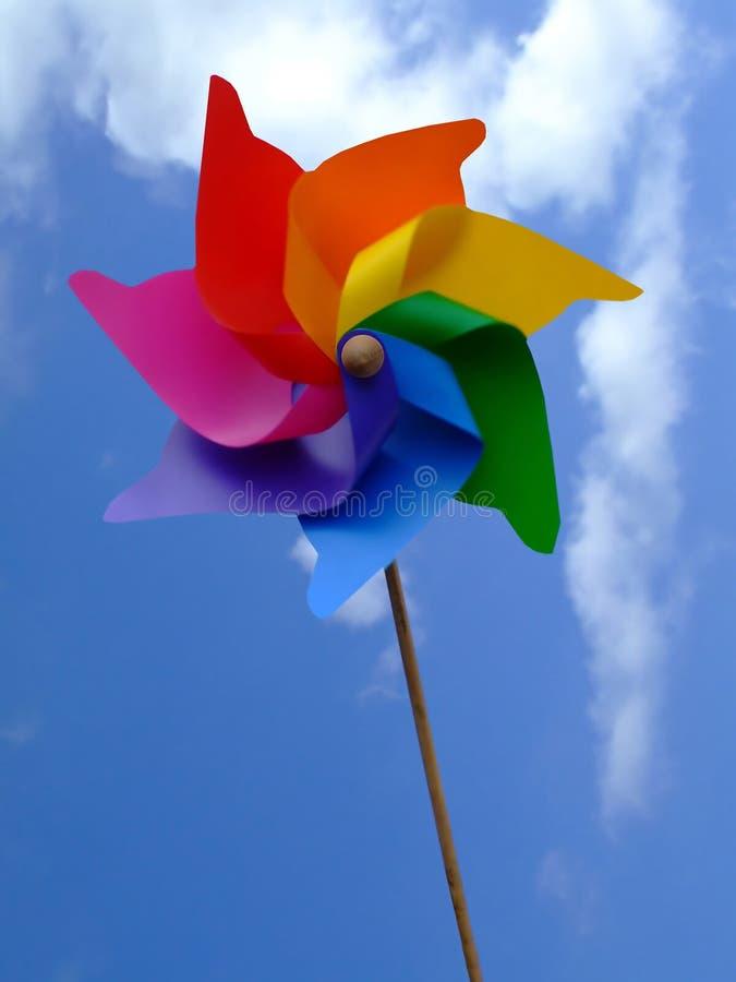 Fiore di carta in un cielo immagini stock libere da diritti