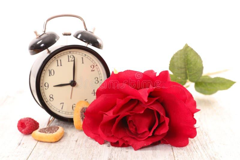Fiore ed orologio fotografie stock