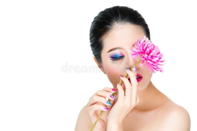 Fiore fresco della tenuta alla moda con bello fotografia stock libera da diritti