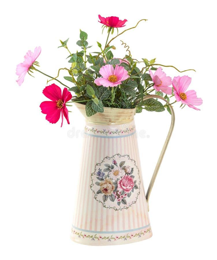 Fiore variopinto di cosmo in vaso d'annata di stile immagine stock libera da diritti