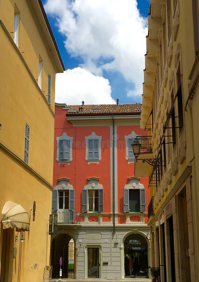 Fiorenzuola Włochy, Niedziela ruch drogowy obraz stock