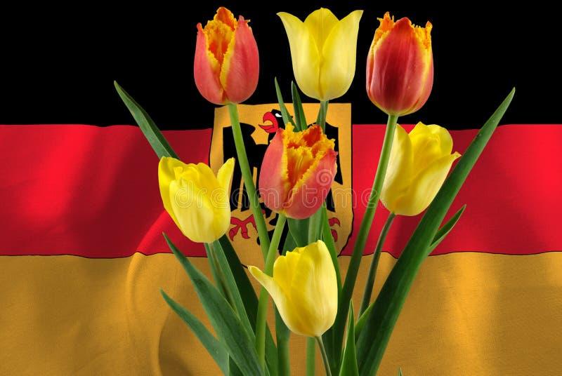 fiori festivi sullo sfondo della bandiera tedesca fotografia stock