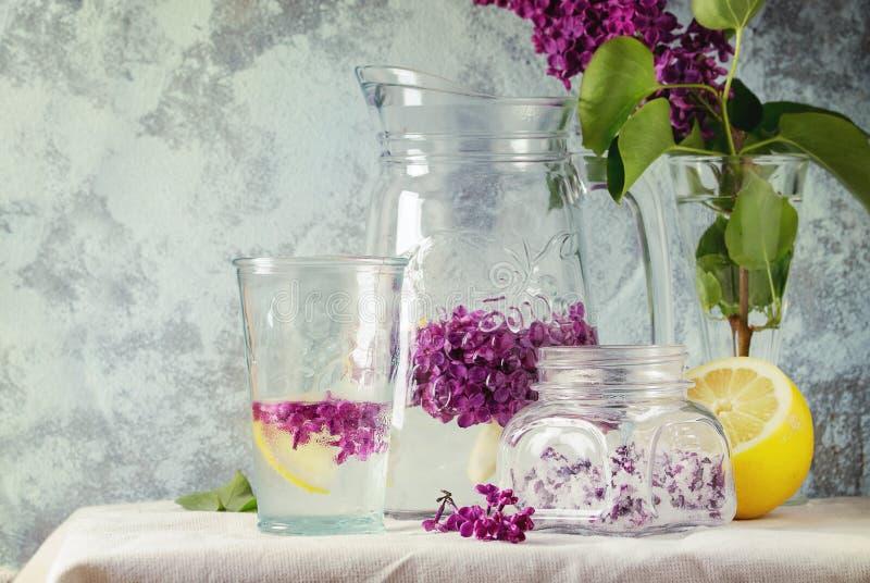 Fiori lilla in zucchero immagine stock