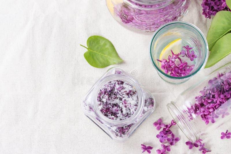 Fiori lilla in zucchero fotografia stock