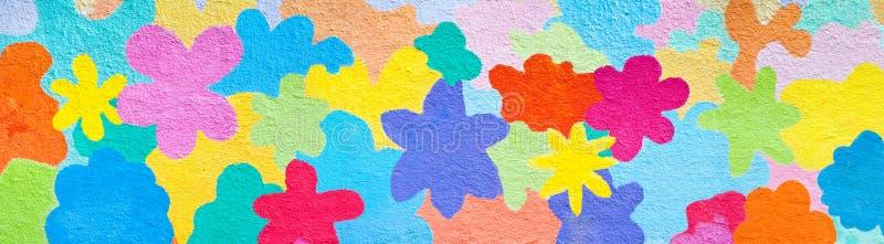 Fiori su una parete fotografia stock libera da diritti