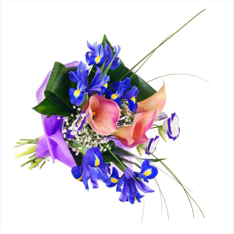 Fiorisca il mazzo dall'iride, dalla calla e da altri fiori isolati fotografie stock