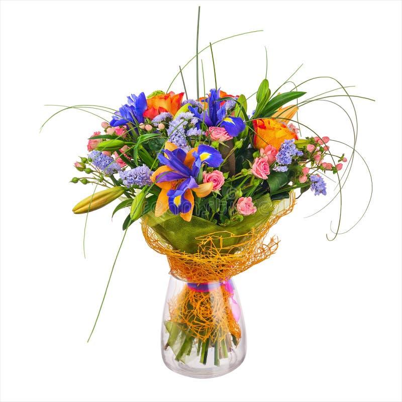 Fiorisca il mazzo dalle rose, dall'iride e dai fiori di statice immagine stock libera da diritti