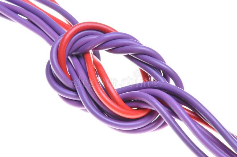 Fios coloridos elétricos com nó imagens de stock royalty free