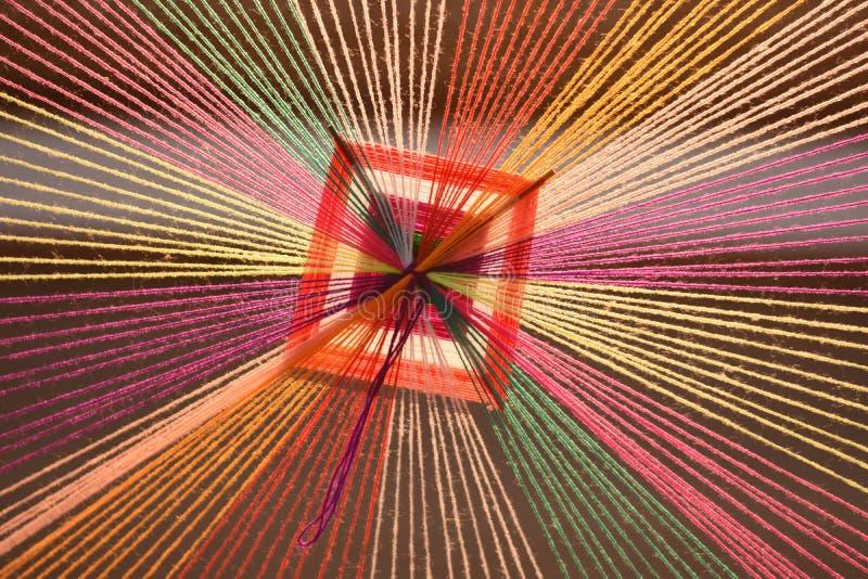 Fios coloridos que convirgem a um ponto fotografia de stock