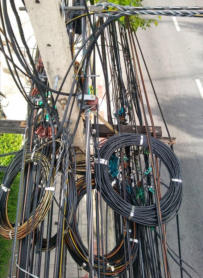 Fios na cidade, a estrada em Banguecoque foto de stock