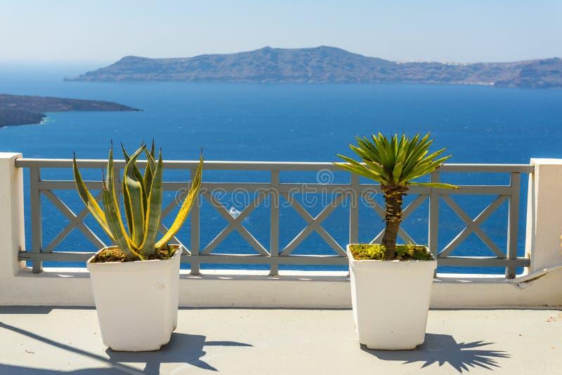 从Fira的美好的海视图在圣托里尼,希腊 免版税库存照片