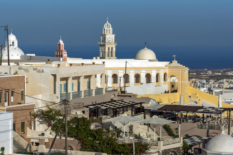 Fira,圣托里尼海岛,锡拉,希腊镇惊人的看法  免版税库存照片