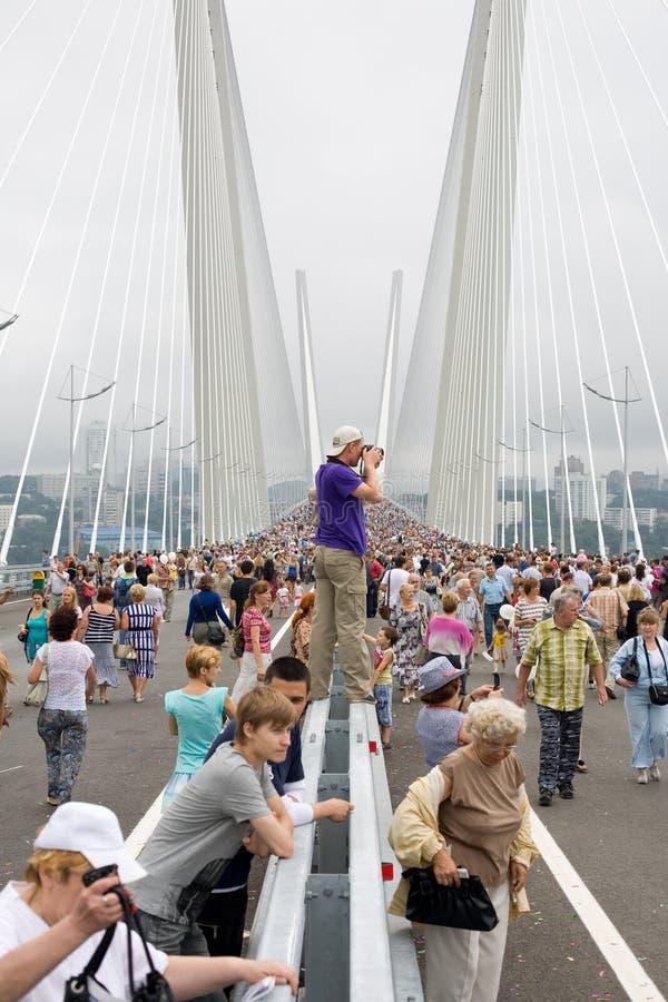 Fira öppningen av bron i Vladivost fotografering för bildbyråer