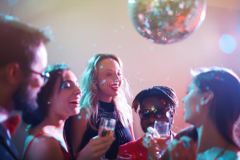 Fira betydelsefull händelse i nattklubb royaltyfri foto