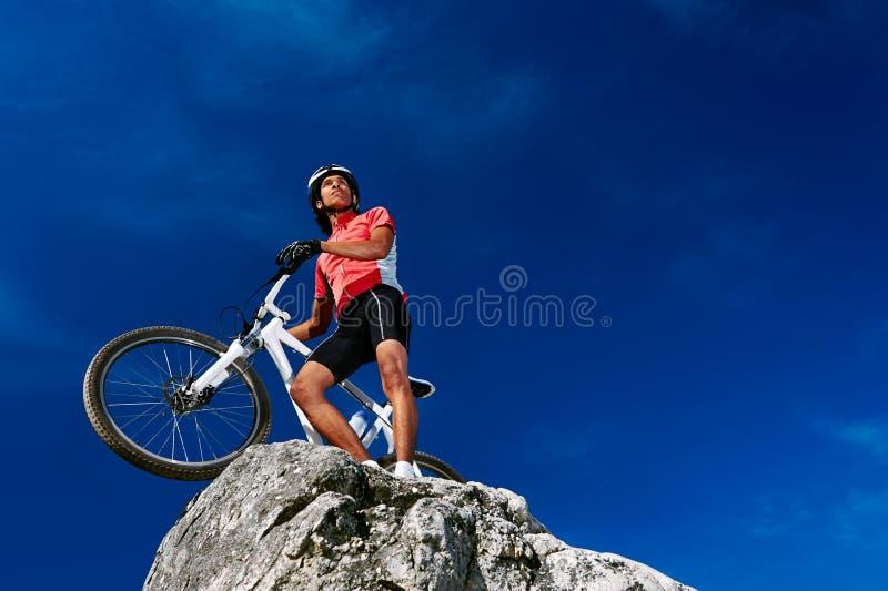 Säker mountainbike royaltyfri foto