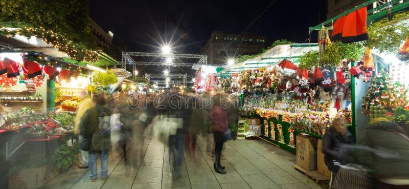 Fira de Santa Llucia - αγορά Χριστουγέννων στη Βαρκελώνη στοκ φωτογραφία με δικαίωμα ελεύθερης χρήσης