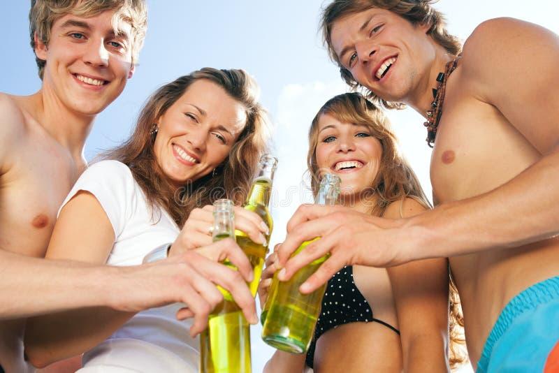 fira deltagare för strand royaltyfri fotografi