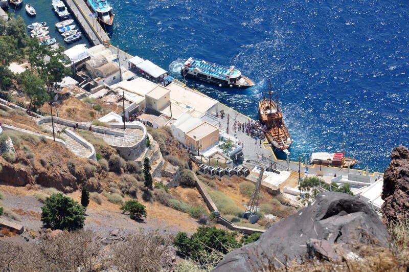 Fira hamn på den Santorini ön, panoramautsikt från över royaltyfri foto