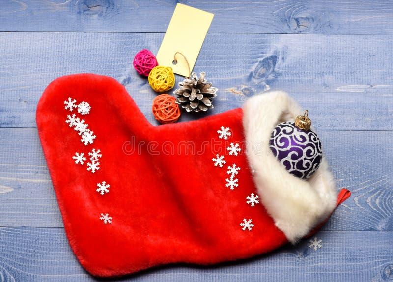 Fira jul Små objekt som lagerför stuffers eller små julgåvor för utfyllnadsgods Innehåll av att lagerföra för jul royaltyfria foton
