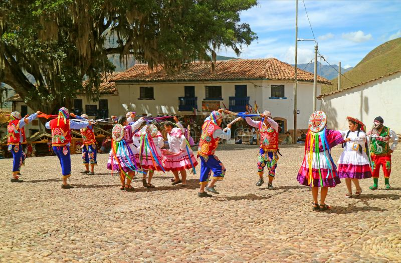 Fira på den heliga Torsdagen på San Pedro Apostol de Andahuaylillas Church Square, Andahuaylillas stad, Cusco region, Peru arkivbild