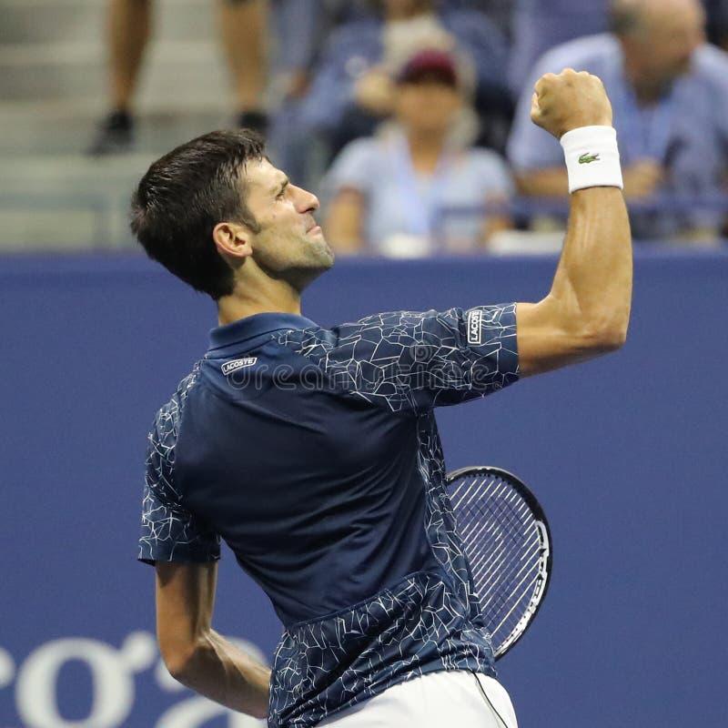 firar mästaren Novak Djokovic för den storslagna slamen 13-time av Serbien seger efter hans US Openhalv-finalen match 2018 royaltyfri fotografi