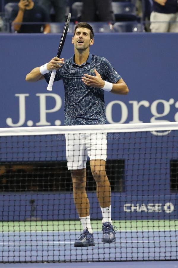firar mästaren Novak Djokovic för den storslagna slamen 13-time av Serbien seger efter hans US Openhalv-finalen match 2018 royaltyfria foton