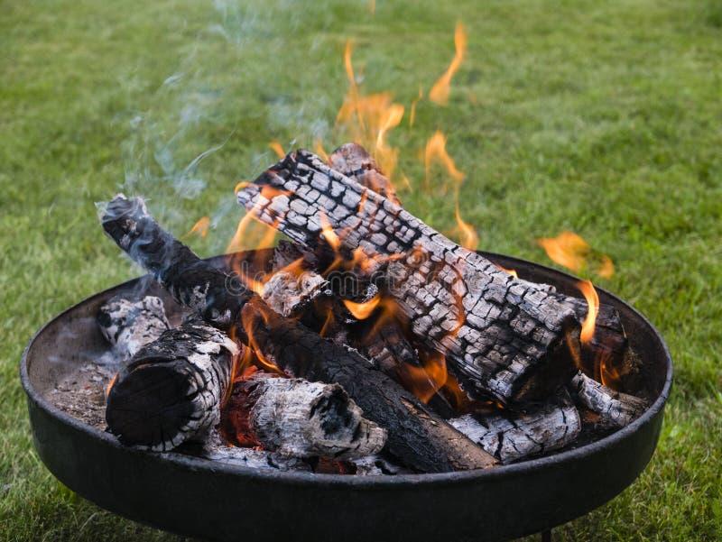 Feuerschale Mit Holz Und Flammen Im Garten, Fire Bowl With Wood And Flames  In A Garden
