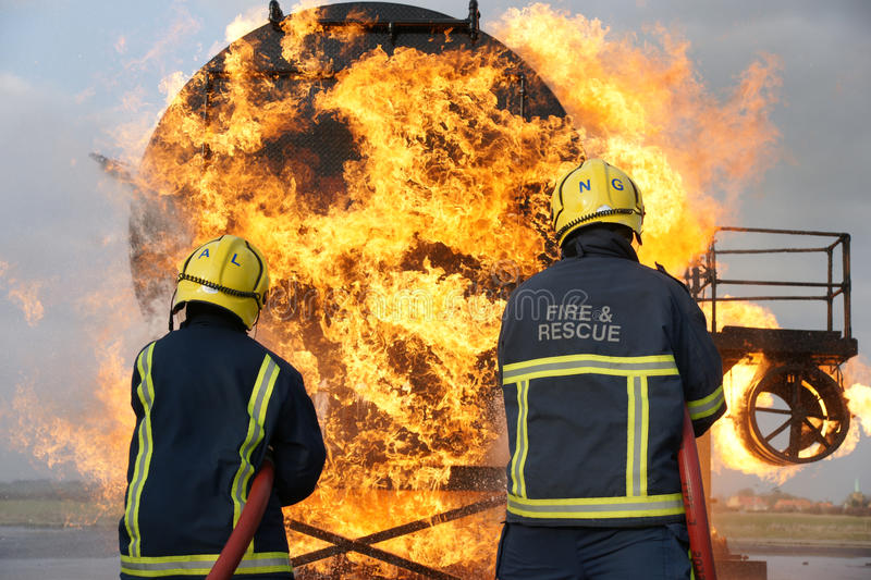 Fire fighters fighting fire royalty free stock images