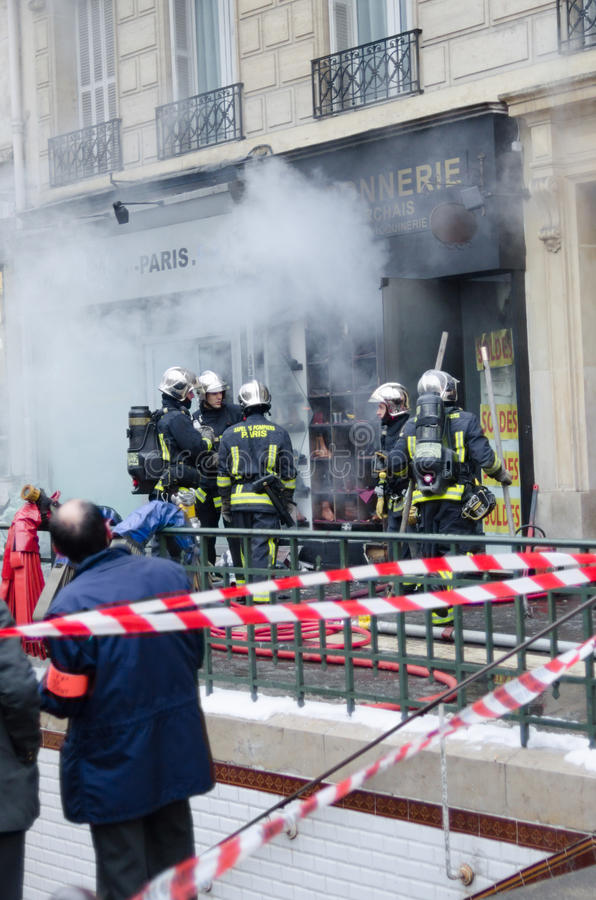 Download Fire in Paris editorial stock photo. Image of emergency - 28732288