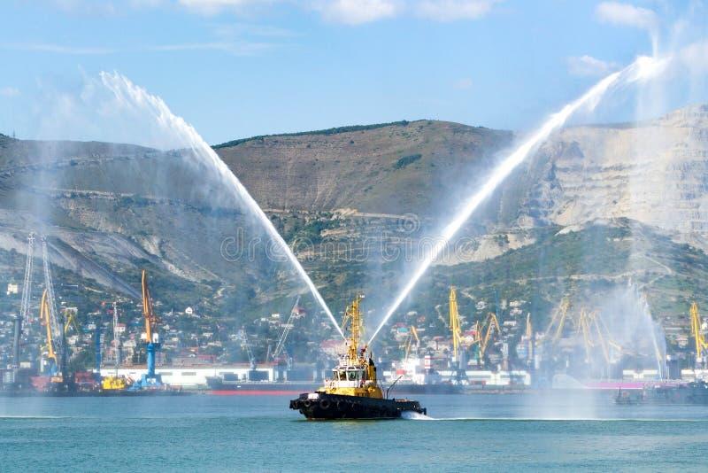 Fireboat der Novorossiysk-Feuerwehr stockfotografie