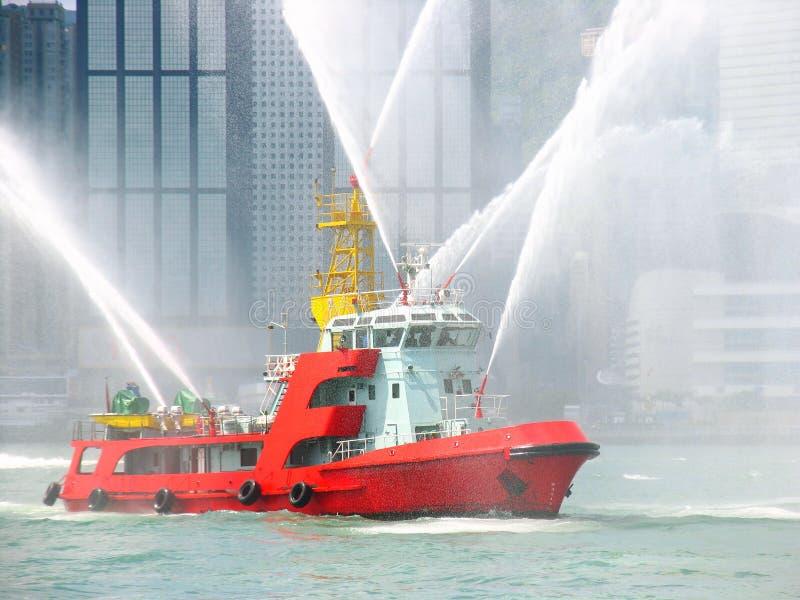 Fireboat na cidade de Hong Kong foto de stock