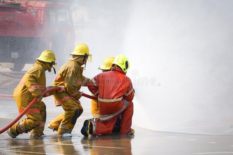 fireman O treinamento do sapador-bombeiro fotografia de stock