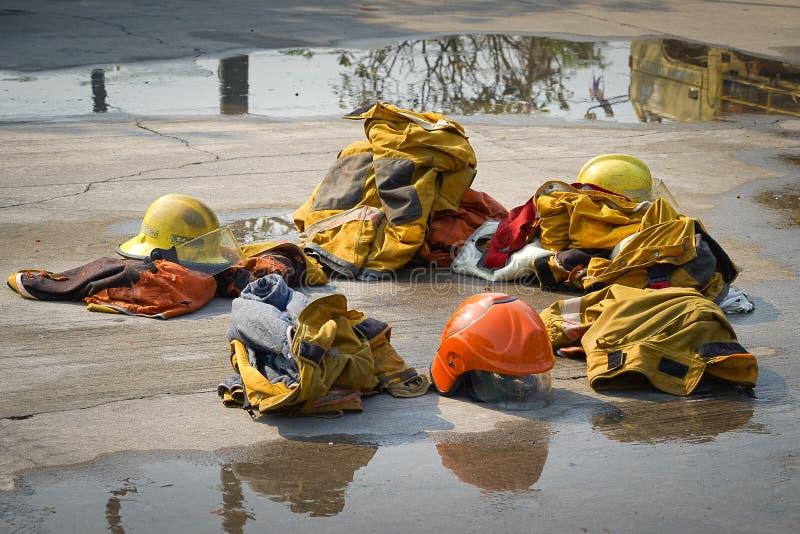 fireman O treinamento do sapador-bombeiro fotos de stock royalty free