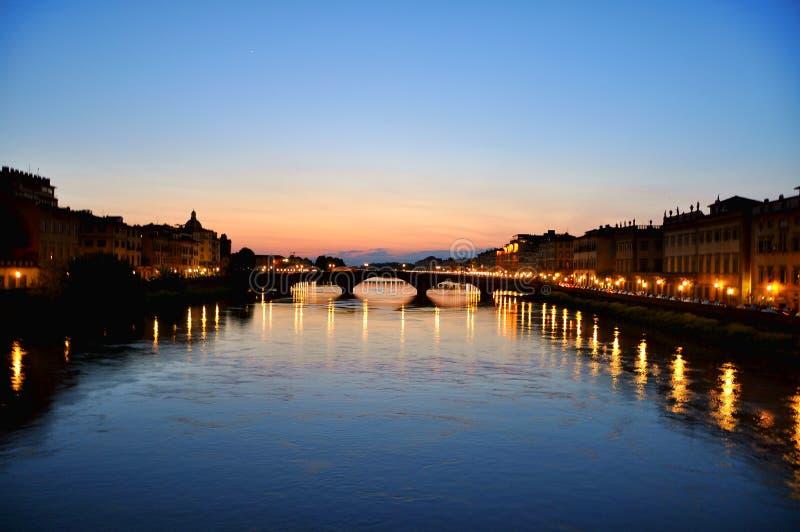 Firenze entro la notte, Italia   fotografie stock libere da diritti