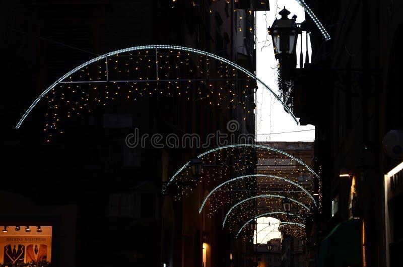 Firenze, il 27 novembre 2017: Decorazioni delle luci di Natale a Firenze fotografia stock libera da diritti