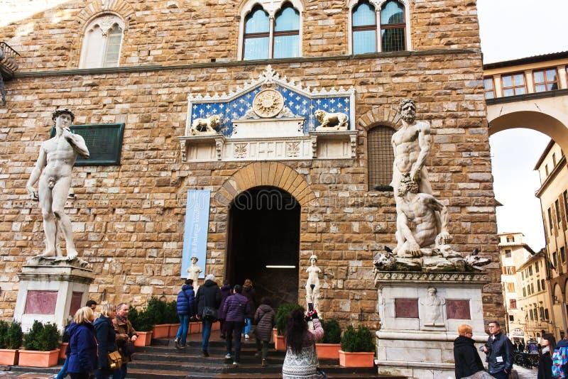 FIRENZE, ITALIA - 6 de febrero de 2017 - estatua de David por Michelangel foto de archivo