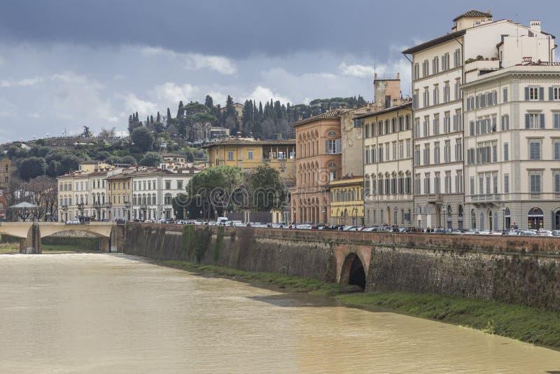 FIRENZE, ITALIA - 7 MARZO: Ponte di Ponte Santa Trinita sopra fotografia stock libera da diritti