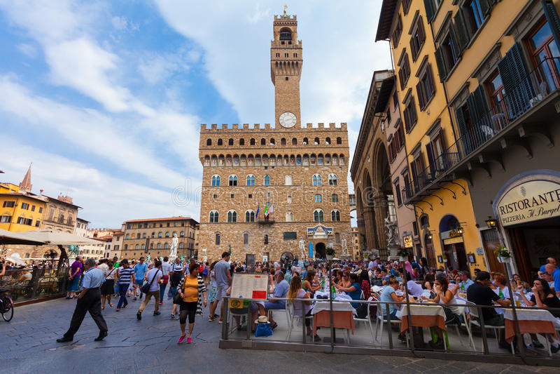 Firenze, ITALIA 10 settembre 2016: Vista sul quadrato di Signoria in Florence Piazza della Signoria a Firenze immagine stock
