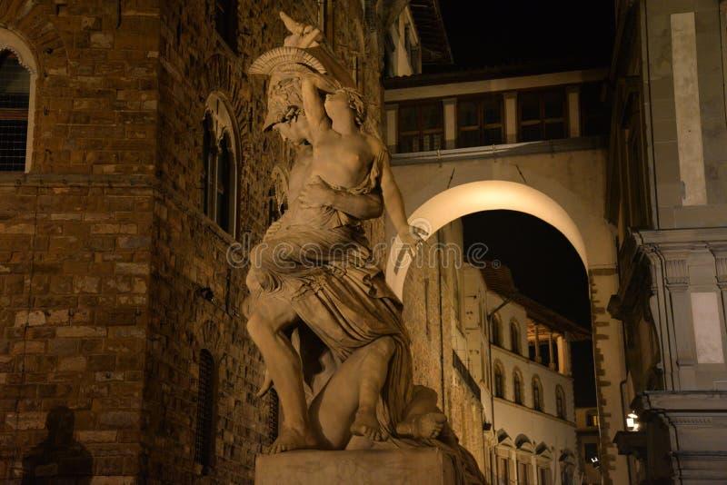 firenze italy tuscany Renässansskulptur i stadsmitten vid natt arkivfoto