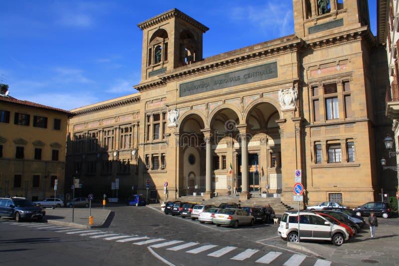 Firenze, Toscana, Italia - 30 ottobre 2011: La costruzione della biblioteca centrale e del cielo blu nazionali sulla scena poster immagini stock libere da diritti