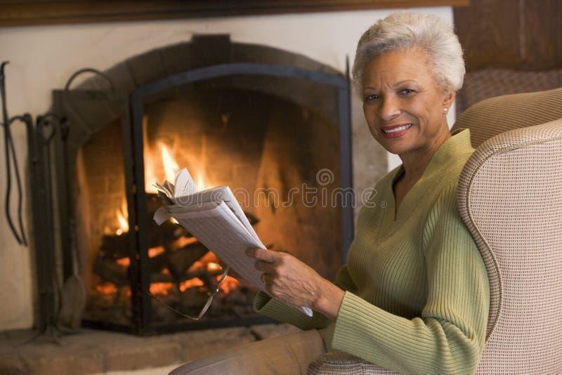 fireplace living room sitting woman στοκ εικόνες