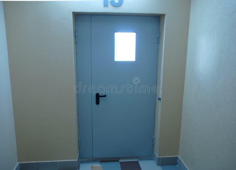 Fireproof lub pożarniczego oporu drzwi dla ochrony obrazy stock