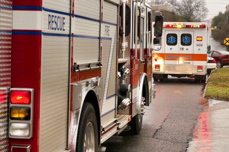 Firetruck en ziekenwagen royalty-vrije stock afbeelding