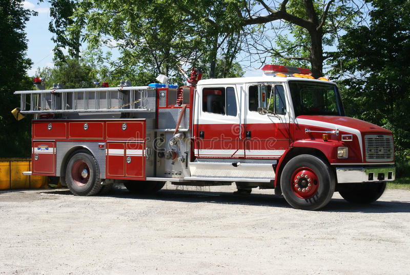 Firetruck prêt pour l'urgence photos stock