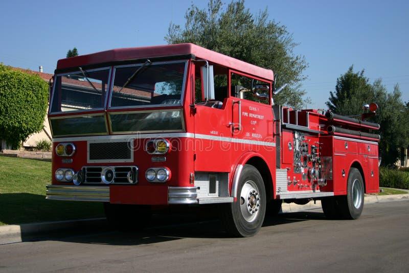 Download Firetruck retiré photo stock. Image du moteur, pompier, rouge - 58542