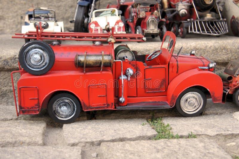 Firetruck vermelho do carro de metal do vintage do brinquedo fotografia de stock