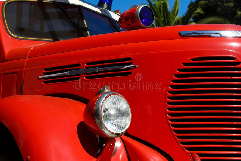 Firetruck vermelho velho do vintage imagem de stock