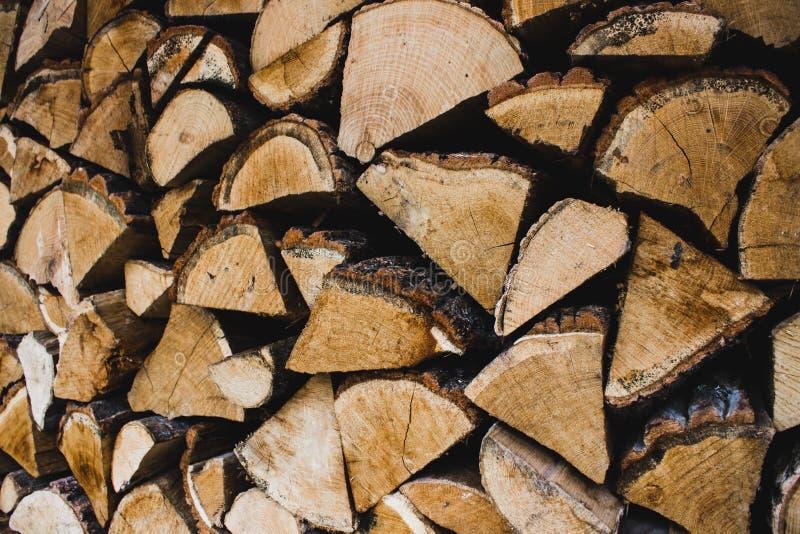 firewood Lenha seca em uma pilha para a inflamação da fornalha foto de stock royalty free