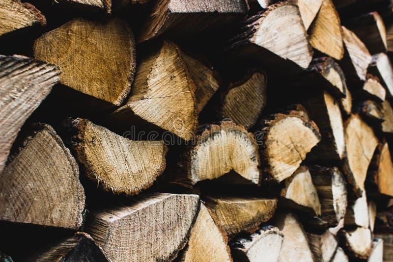 firewood Lenha seca em uma pilha para a inflamação da fornalha imagem de stock